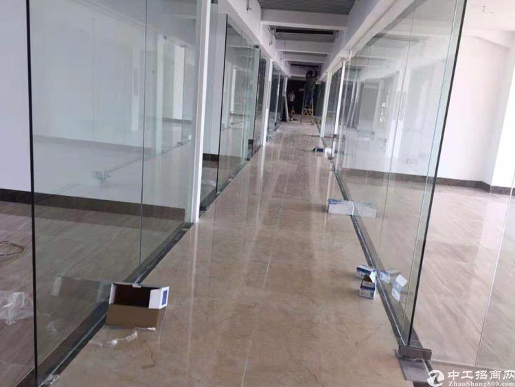 西乡双地铁口精装带阳台办公室小面积出租