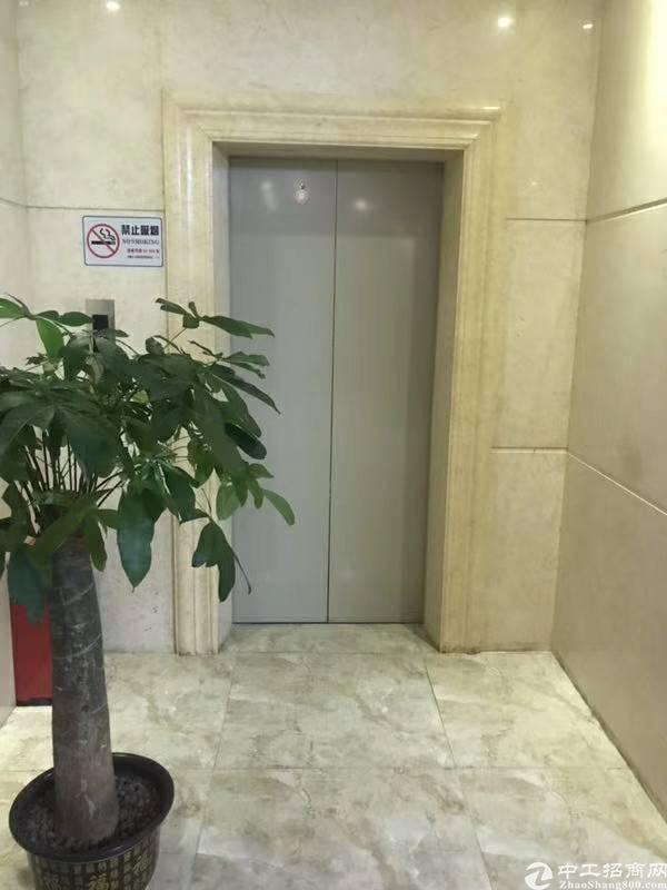 高端写字楼出租,面积560平方带办公家私