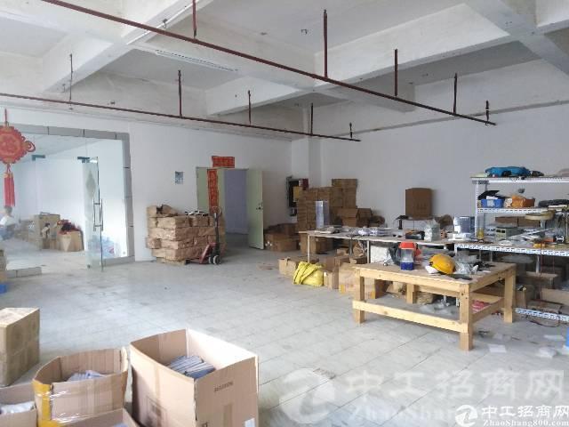厚街镇陈屋地铁站附近楼上500方非常适合做电商,仓库,小加工