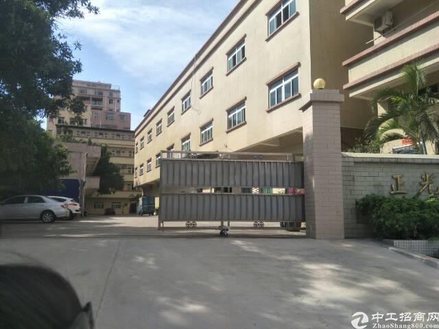 茶山镇厂房面积3层7800平方,宿舍2500,租金