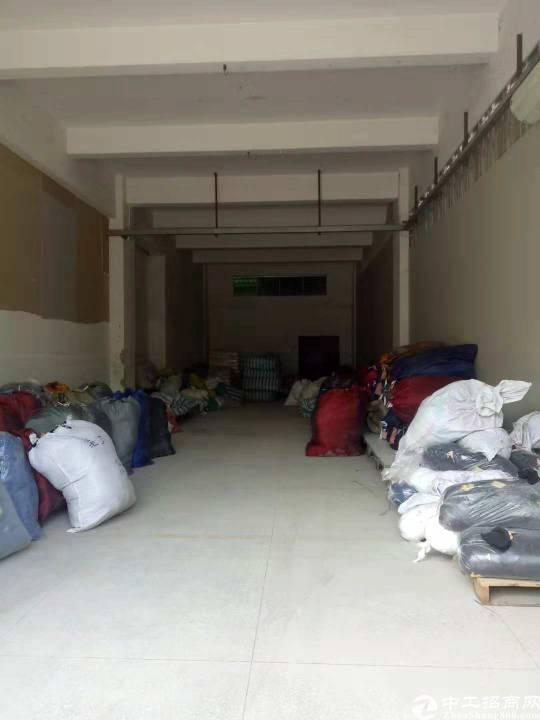 平湖新出一楼300平方厂房招租,交通便利,进出货物方便