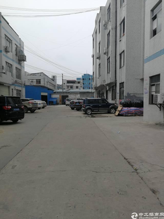 凤岗镇官井头新出带办公室标准厂房一楼550平