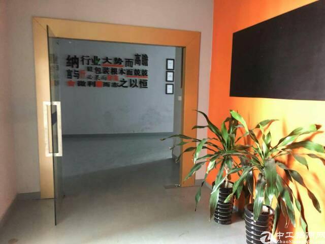平湖富民工业区楼上1400平米招租有办公室装修!