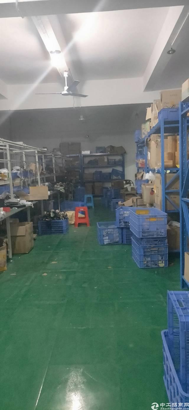 新出平湖华南城原房东三楼带装修800平厂房出租