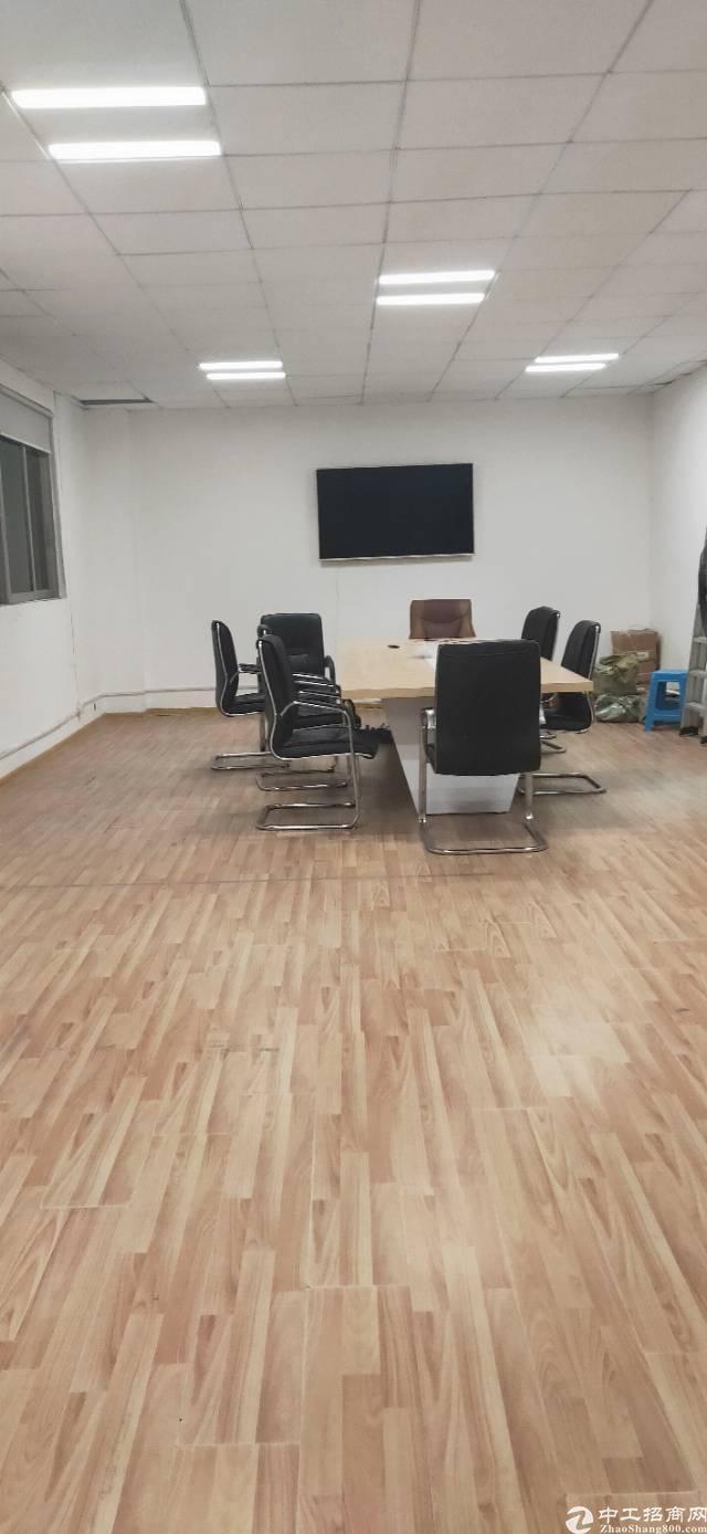 新出平湖华南城原房东三楼带装修800平厂房出租-图2