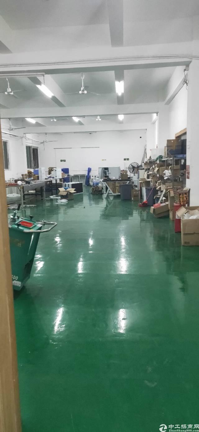 新出平湖华南城原房东三楼带装修800平厂房出租-图3