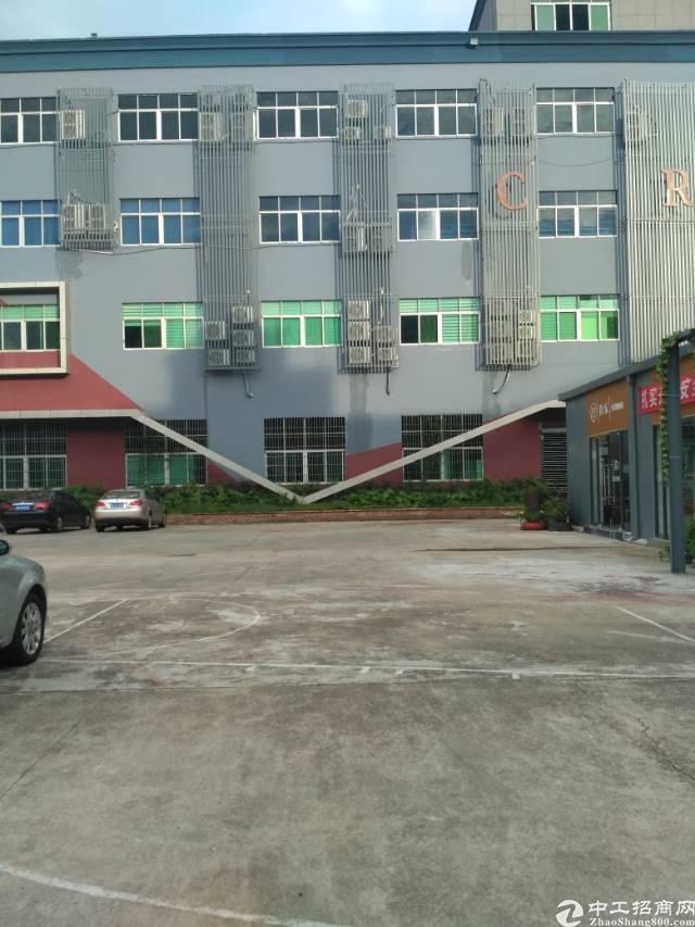 福永107边凤凰楼上整层1880㎡红本厂房出租