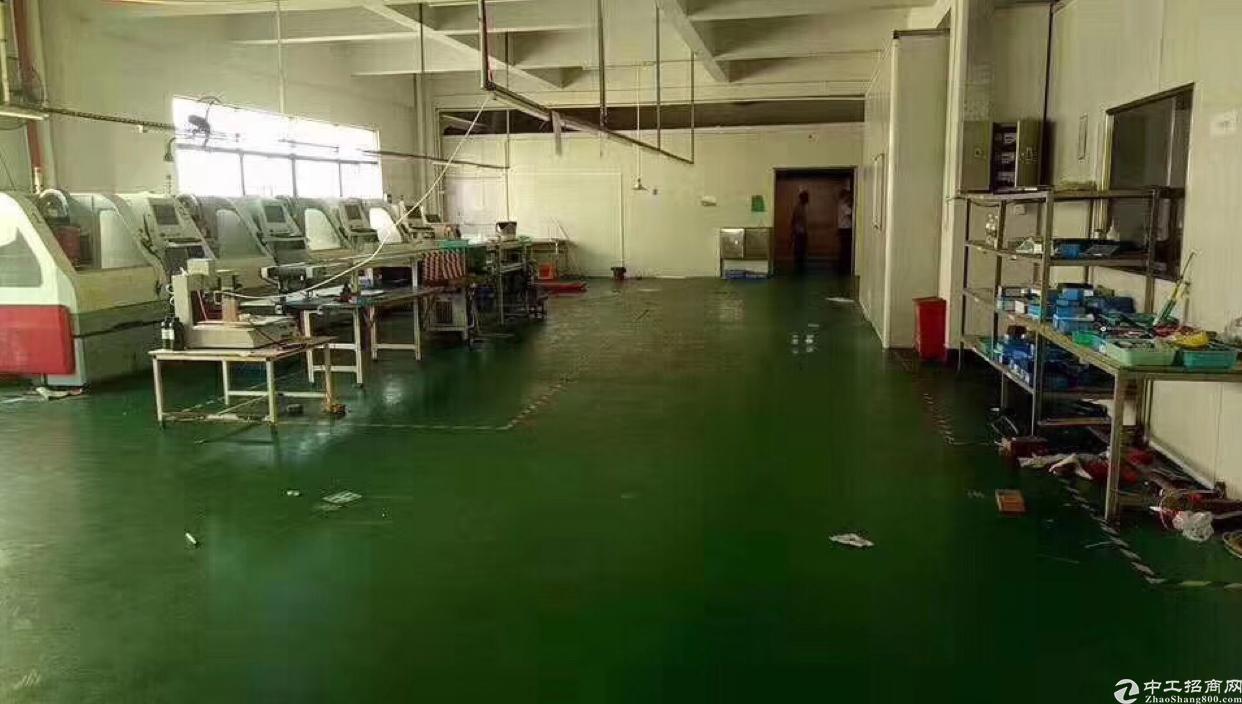 大朗镇新出独门独院标准厂房三楼1400平方