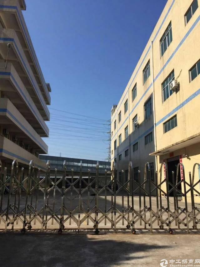平湖华南城附近新出三楼厂房750平带装修-图2