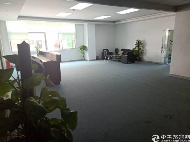 平湖富民工业区新出楼上带装修1900平方标准厂房