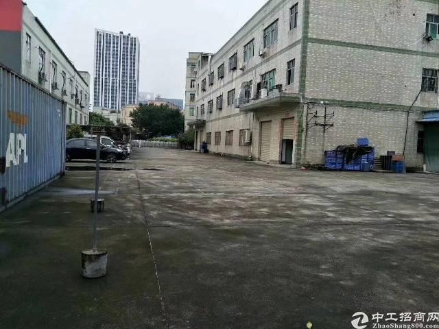 平湖辅城坳工业区新出一楼1200平方原房东厂房招租(带红本)