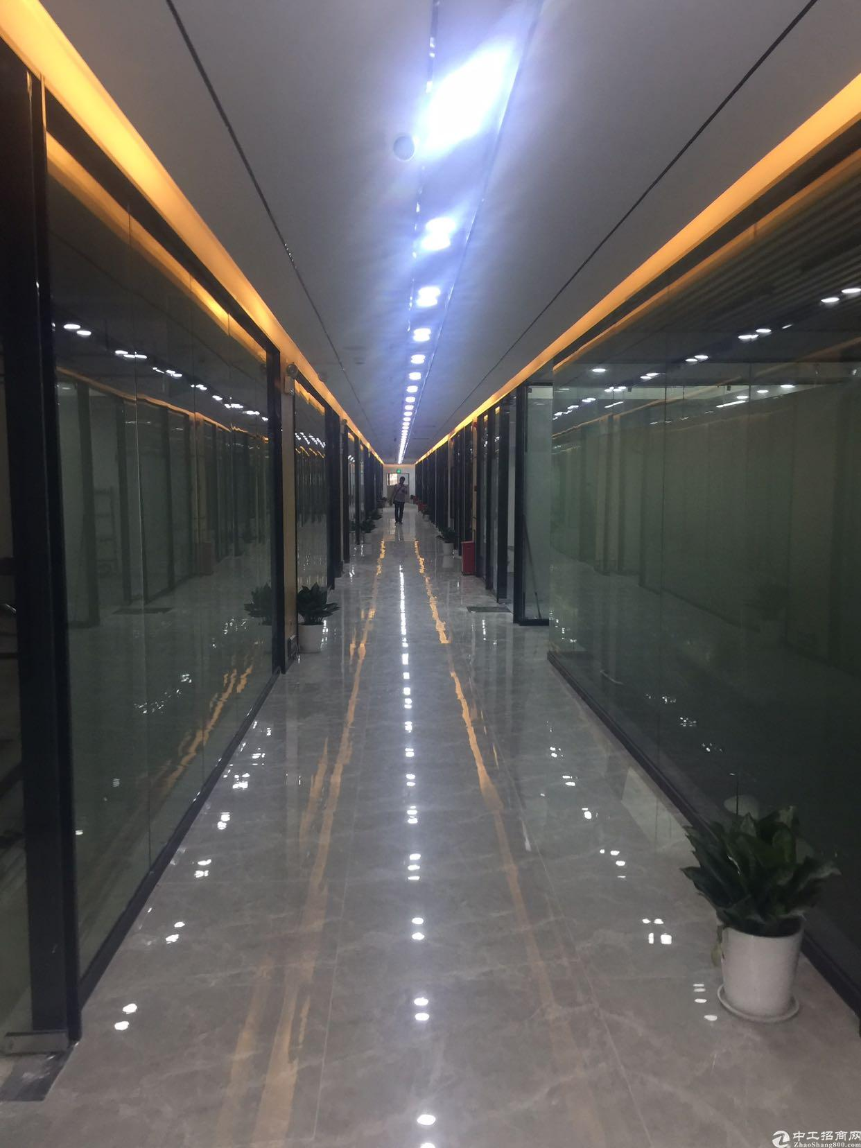 民治地铁站附近楼上带装修写字楼100平招租
