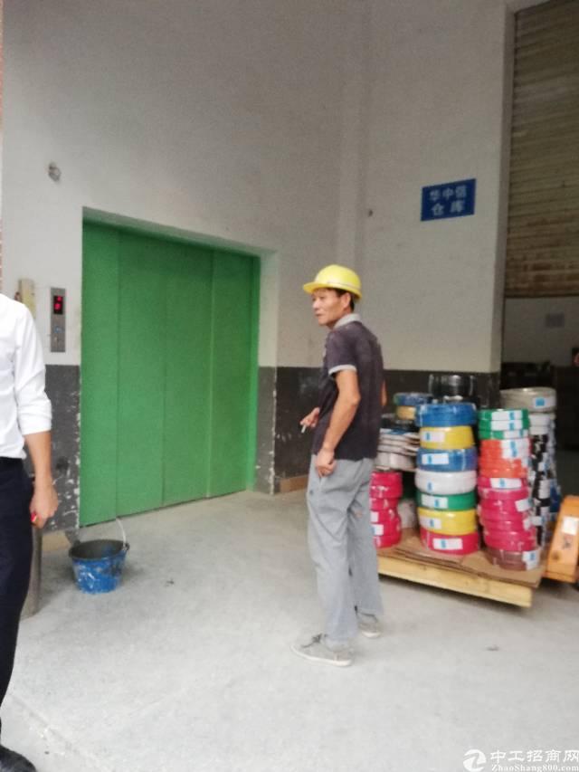 福永和平新出楼上精装办公室200平 带货梯,环境干净