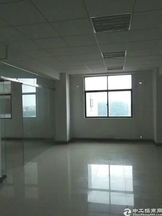 松岗地铁口新出精装修1200平方米招租
