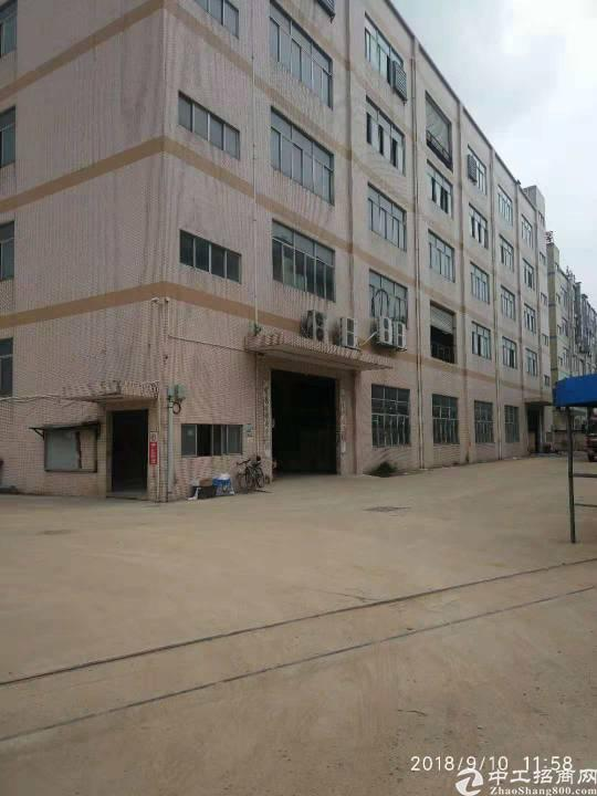 平湖华南城附近新出三楼1500带装修厂房招租