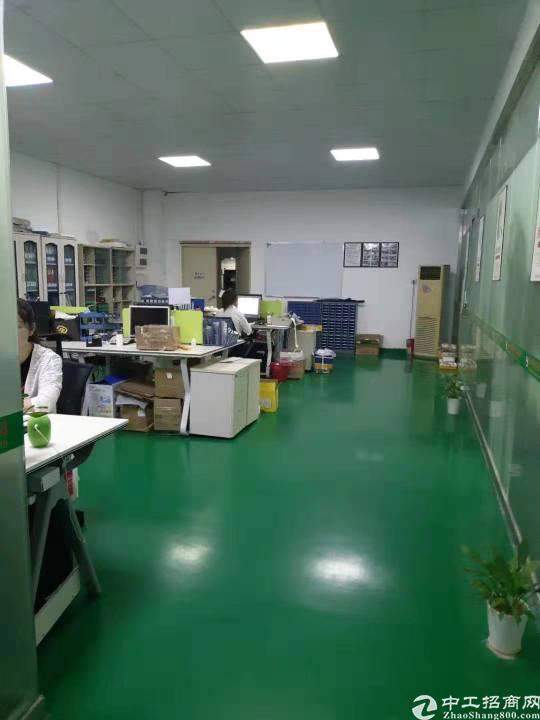 龙岗中心城爱联地铁站旁厂房680平出租带地坪漆