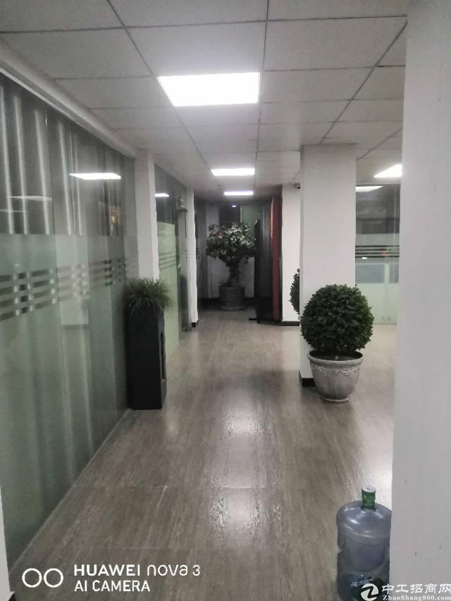 平湖中心小学附近新出楼上带豪华装修厂房