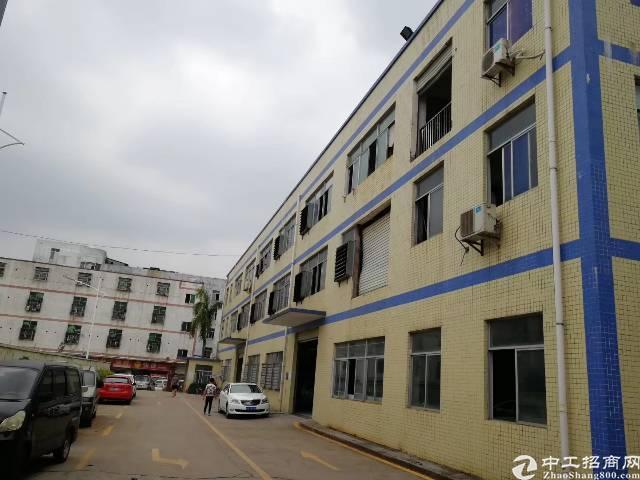 龙华红本独院招租厂房共3层,总面积6858㎡
