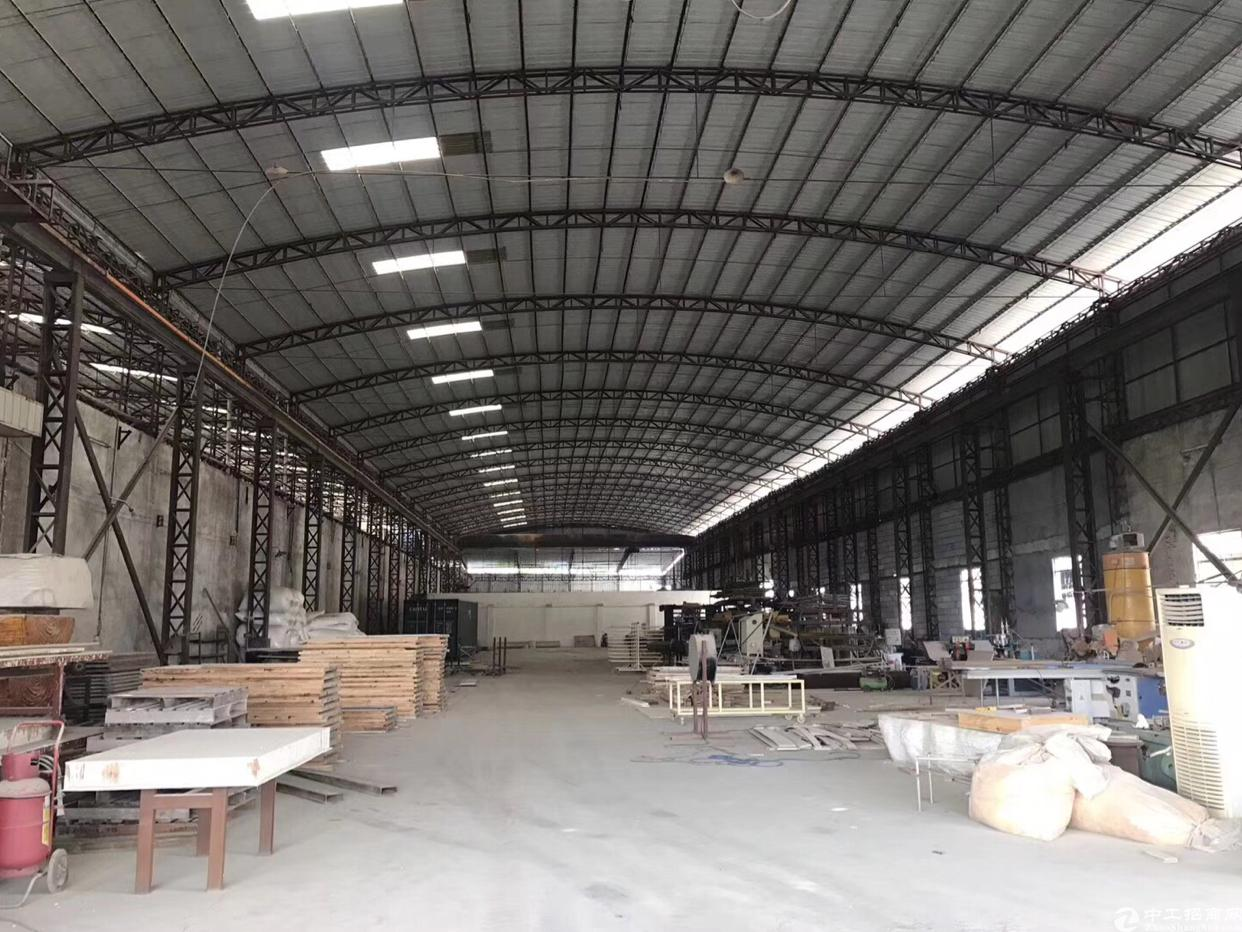 占地10700平米,建筑7800平米。 厂房7300平米,一