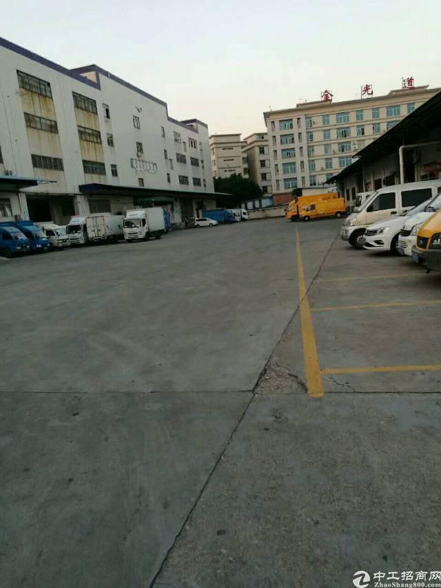 布吉地铁站一楼3000平厂房出租(高6米)