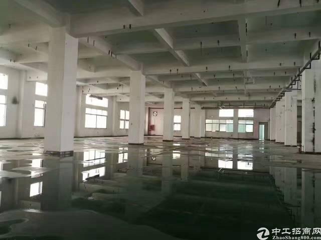 坂田上雪科技园一楼厂房2200平出租(空地大)
