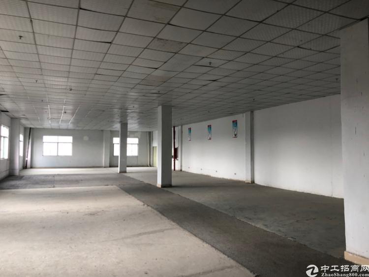 横岗地铁口附近新出楼上1100平仓库招租