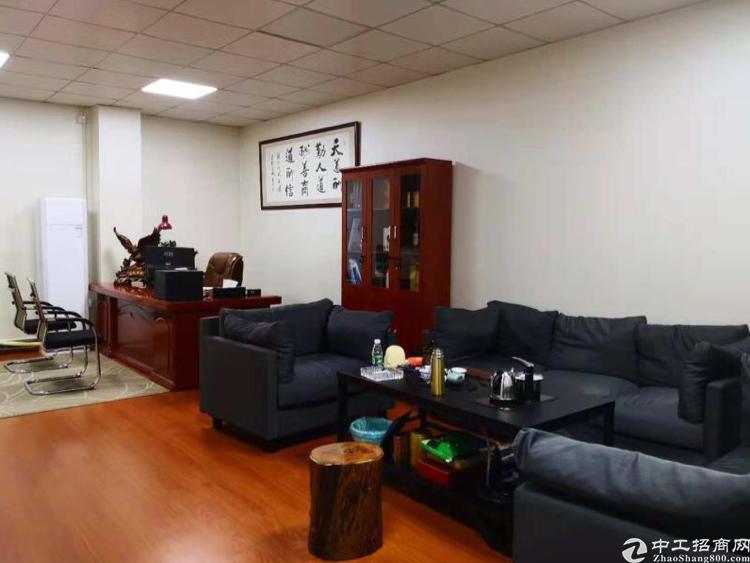 龙华行政中心附近1200平,带装修,全新地坪漆