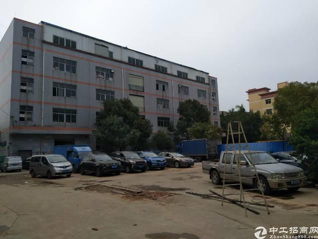 松岗燕川新出楼上精装修厂房1200平米低价出租