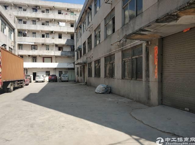 四联村委厂房空出二楼整层1100平可分租价格仅18元有电梯