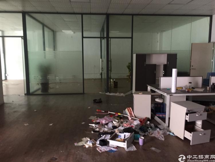 龙华大浪商业中心新出一楼标准厂房2000平形象超级好