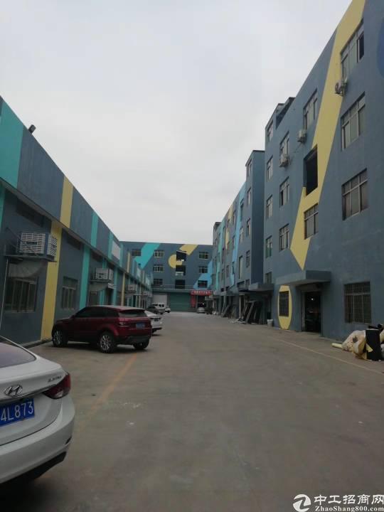 横岗园山街道安良社区楼上1000平标准厂房出租