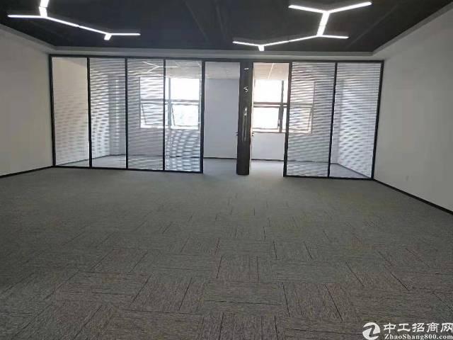 石岩汽车站50m精装写字楼整层850㎡大小可分租