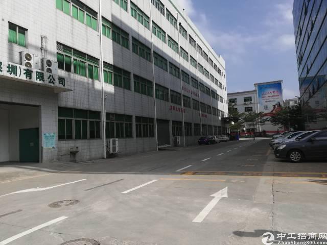 西乡臣田附近新出楼上800平厂房出租