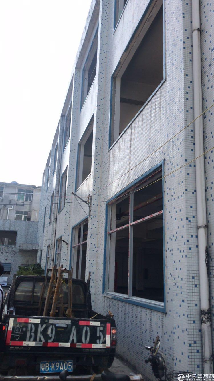 龙华地铁口三层小独院3450平方