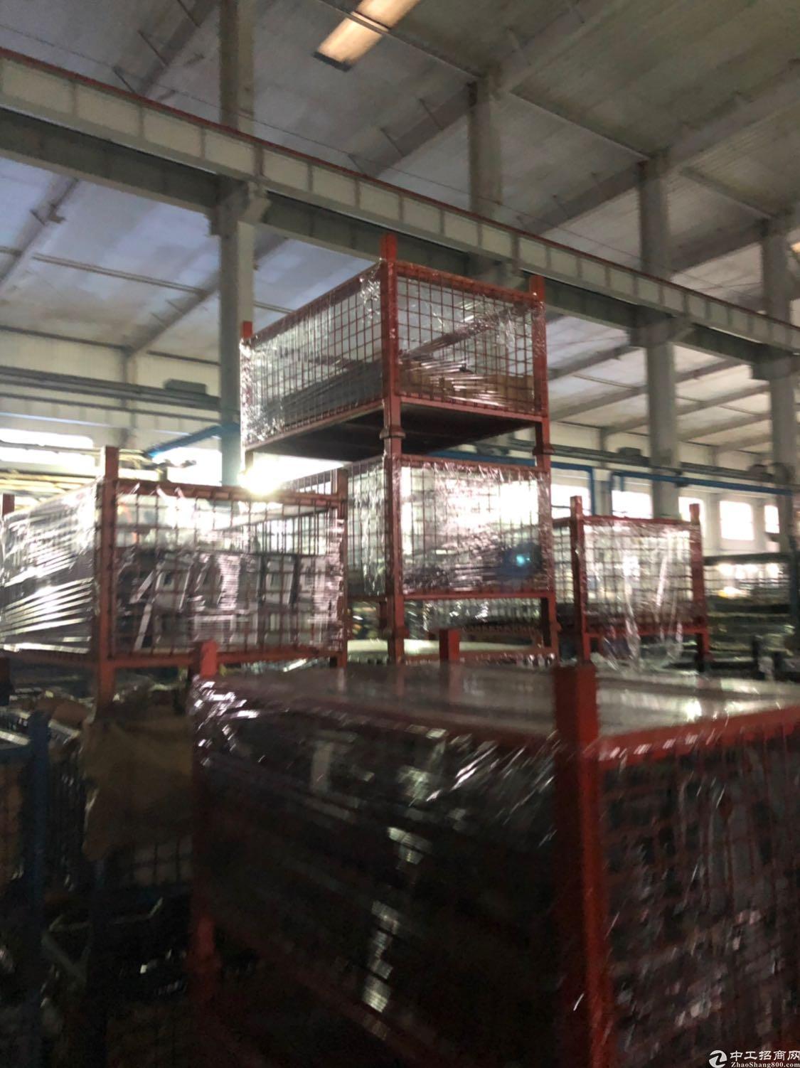 洪山三环内边上位置厂房出租,9.6-14米,有行吊!