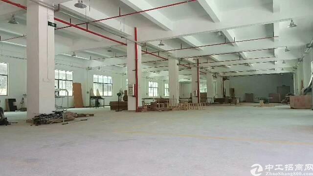 坪地北通道边上新出楼上2000平米,0公摊,租金仅16元