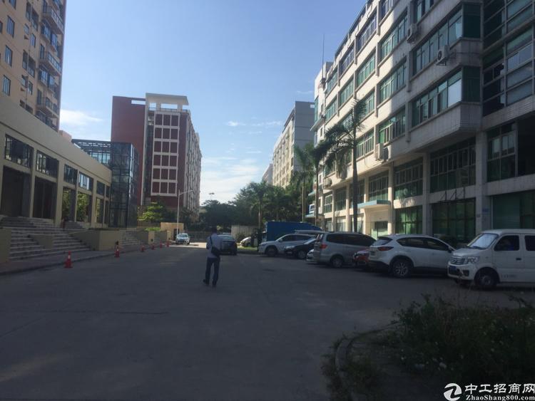 坪山中心区二楼1680平米厂房出租,现成办公室