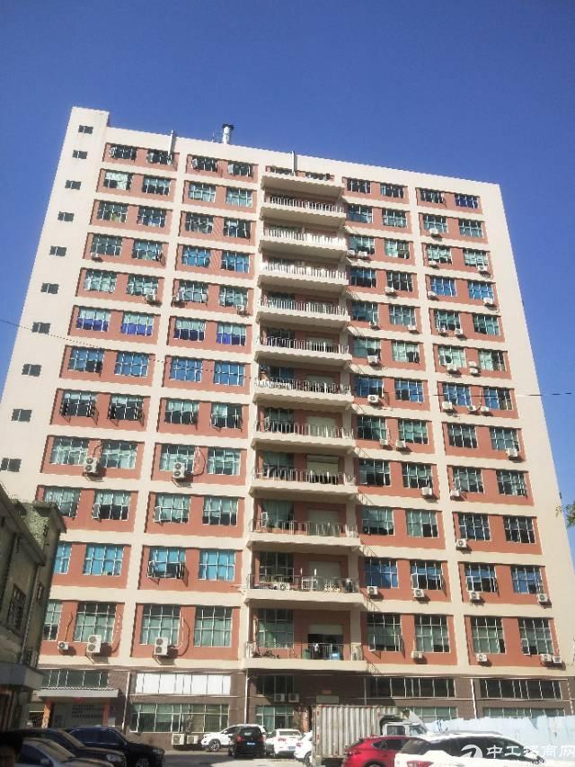 沙井后亭地铁站旁边三楼一整层2650平方带精装修招租