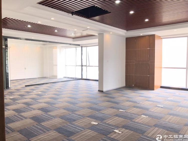 龙华清湖地铁口原房东精装修办公室324平招租