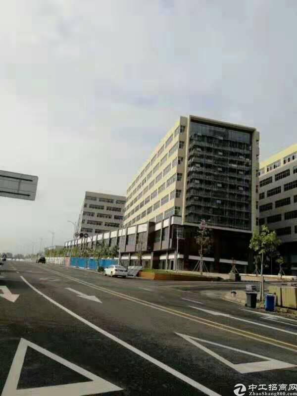 西乡固戍地铁口附近新出独门独院厂房10500平米可分租