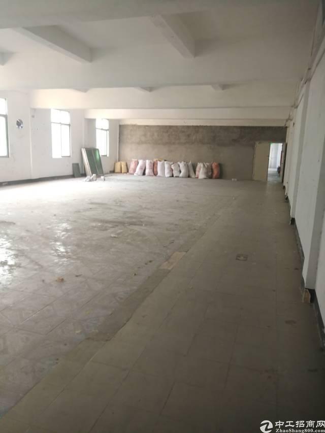 横岗安良路口附近二楼半层面积385平米厂房招租