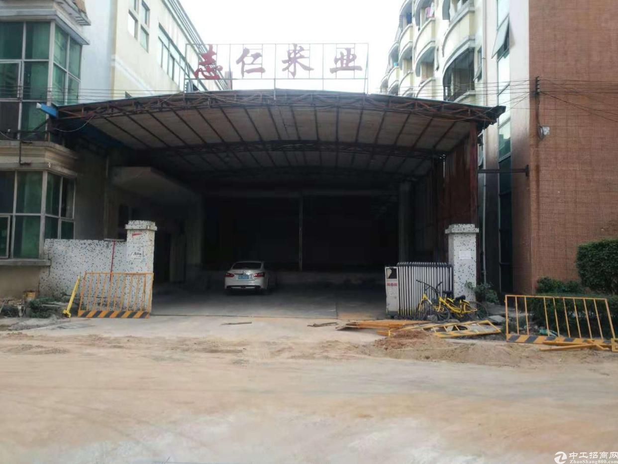 福永宝安大道地铁口新出一楼1200平原房东带卸货平台厂房出租