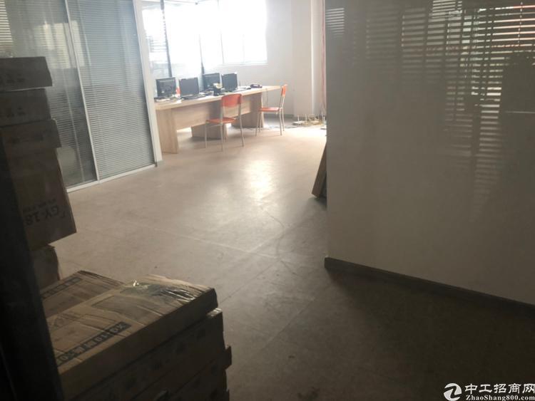 横岗荷坳地铁站附近新出楼上192平办公室招租