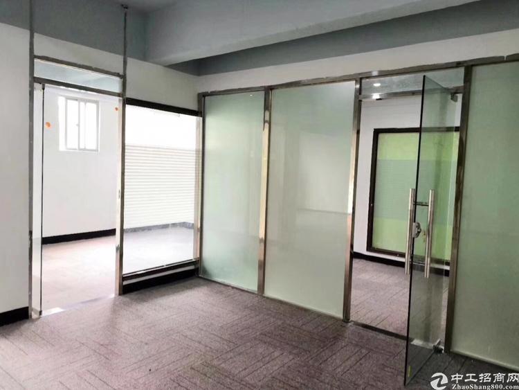 龙华龙胜地铁口230平办公室招租