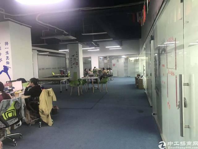 龙胜地铁站旁新出厂房430平