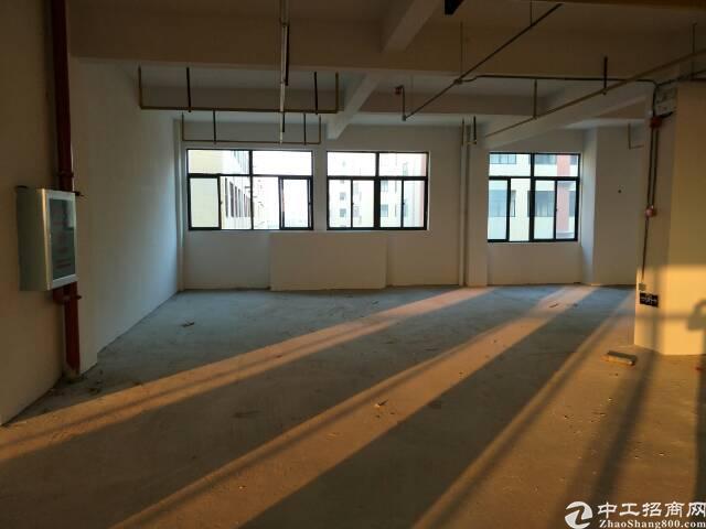 黄陂临空区标准厂房独栋8500平米出售。