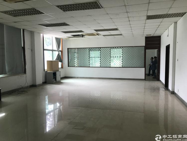 平湖华南城附近新出楼上300平带装修厂房出租