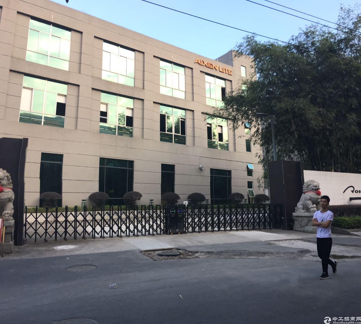 松岗广田路边100米楼上500平方米原房东红本厂房