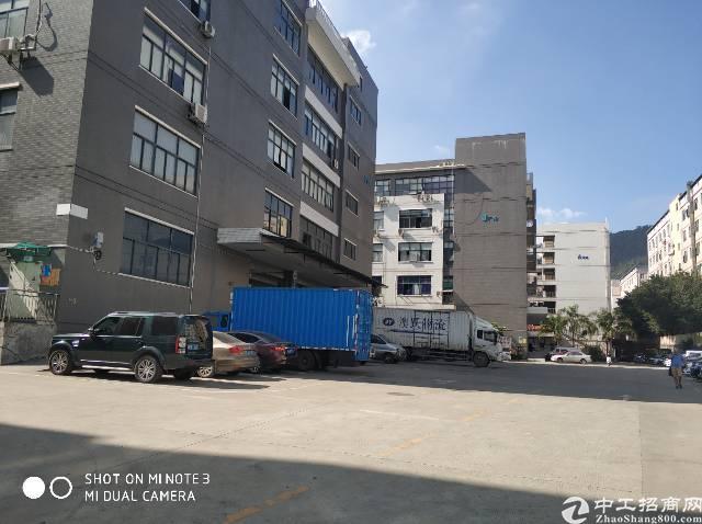 西乡九围新村整层2500平厂房出租