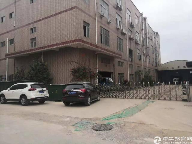 石岩主干道边新出独门独院1-3层11300平厂房招租